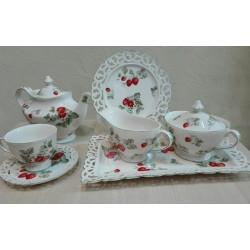 Serwis do herbaty dla 4 osób z poziomkami