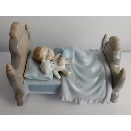 Figurka Śpiąca dziewczynka